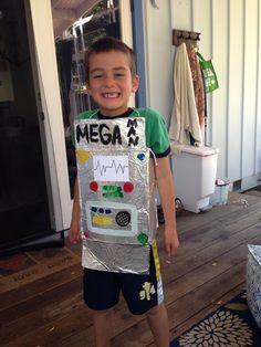 DIY Kids robot costume - dress up: cereal box, tin foil, paint