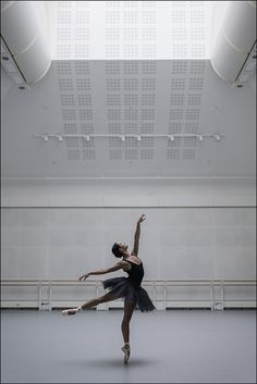 Dance Photos, Dance Pictures, Francesca Hayward, Ballet Dance Photography, Photography Poses, Ballerina Project, Dance Tips, Dance Like No One Is Watching, Royal Ballet