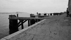 Tirei esta fotografia de manhã, com um tempo incerto, no Ginjal, Cacilhas, Almada, Portugal. Toda esta zona ribeirinha, junto ao Tejo, desde o Ginjal até ao Olho-de-Boi, é uma zona absolutamente mágica para fotografar.