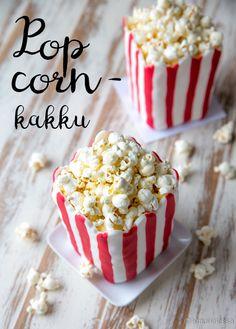 """Popcornkakku  Kakku on käytännössä pelkkää popcornmassaa eli popcorneja, suklaata, voita ja siirappia. Se jähmettyy jääkaapissa kovaksi kimpaleeksi, josta leikataan tarjoiluvaiheessa paloja terävällä veitsellä. """"Kakku"""" on siis oikeastaan jättimäinen makeinen. :) #vappu"""