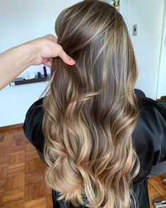 Long Wavy Ash-Brown Balayage - 20 Light Brown Hair Color Ideas for Your New Look - The Trending Hairstyle Bronde Hair, Brown Hair Balayage, Brown Blonde Hair, Brown Hair With Highlights, Brunette Hair, Color Highlights, Brunette Highlights, Blonde Balayage, Brown Hair Shades