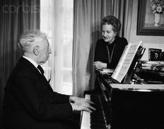 ARTUR RUBINSTEIN WITH HIS WIFE