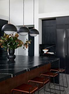 Outstanding modern kitchen room are offered on our internet site. look at this and you wont be sorry you did. Classic Kitchen, Farmhouse Style Kitchen, Modern Farmhouse Kitchens, Black Kitchens, Minimal Kitchen, Small Kitchens, Interior Simple, Interior Design Kitchen, Kitchen Designs