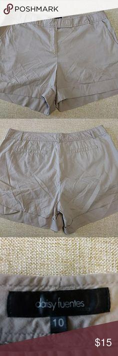 Daisy Fuentes cuffed shorts size 10 Dressy cuffed shorts size 10 Daisy Fuentes Shorts