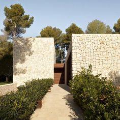 קיר אבן   Casa El Bosque by Ramon Esteve Estudio
