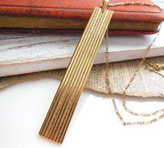 Vintage Modernist Long Yellow Gold Tone Scroll Pattern Bar Pendant Necklace UU29