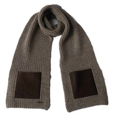 A sturdy, super size alpaca scarf in beige with brown leather. Incredibly soft and very warm. Fairtrade, animal friendly & hypoallergenic! #scarf #scarves #warm #alpacawool #wool #leather