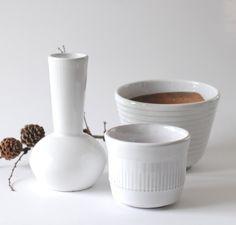 Upsala Ekeby. A set of three white 1960s ceramic plantpots and vase…