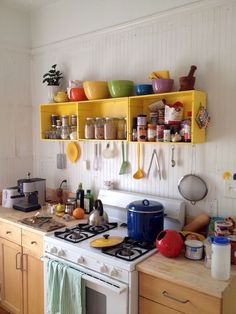 Small Kitchen Makeover - You finally have that home to call your own. It's perfect, yet that kitchen is a bit tiny, but you are going to make it work in your own awesome way. There are so many different small kitchen design and decor… Continue Reading → Boho Kitchen, Diy Kitchen, Kitchen Cabinets, Awesome Kitchen, Kitchen Ideas, Kitchen Small, Decorating Kitchen, Small Kitchens, Kitchen Pictures