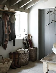 Ode to a boot room Baskets // Home Decoration Ideas Neptune Home, Neptune Kitchen, Boot Room Utility, Home Interior, Interior Design, Porch Interior Ideas, Interior Styling, Estilo Country, Hallway Storage