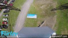 Drone da empresa Flirtey foi o primeiro a ser usado em uma entrega dentro dos Estados Unidos. (Foto: Reprodução/YouTube)