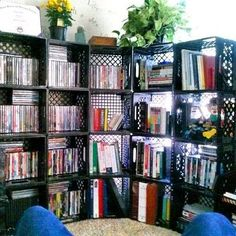 Fun ideas for DIY upcycled milk crate furniture and home decor made from repurposed milk crates. Milk Crate Bench, Milk Crate Shelves, Milk Crate Furniture, Crate Table, Crate Bookshelf, Diy Furniture, Bookshelves, Crate Crafts, Crate Decor