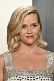 My Style Reese Witherspoon Mittellanger Bob Provillus Hair Loss Treatment Provillus is a non-prescri Reese Witherspoon Hair, Mid Length Bobs, Bob Hairstyles For Fine Hair, Queen Hair, Vanity Fair Oscar Party, Hair Transplant, Hair Loss Treatment, Fall Hair, Cut And Color