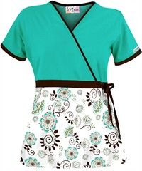 UA Super Floralistic Coffee Bean Print Scrub Top offers a stylish mock wrap with encased drawstring for a great fit. Shop Print Scrubs at UA! Scrubs Outfit, Scrubs Uniform, Beauty Salon Uniform Ideas, Healthcare Uniforms, Cute Scrubs, Lab Coats, Medical Scrubs, Nursing Clothes, Apron