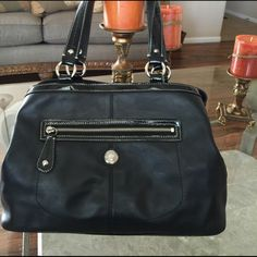 COACH SHOULDER HANDBAG PRELOVED LEATHER COACH HANDBAG IN GOOD CONDITION. ITS A LARGE HANDBAG WITH THREE COMPARTMENTS AND EXTRA INTERIOR SIDES POCKETS. IT HAS NORMAL WEAR ON LEATHER. ITS MADE OF BLACK LEATHER, BLACK PATENT LEATHER AND SILVER TONE HARDWARE. ITS LINING IS BEAUTIFUL GREENISH COLOR WITH SOME WEAR ON IT. STRAPS HAVE NORMAL WEAR AS WELL . Coach Bags Shoulder Bags