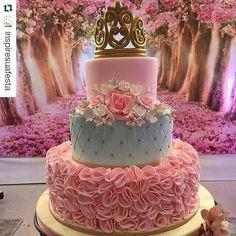 Mais de 20 ideias de bolos com o tema Princesa Realeza – Inspire sua Festa ®