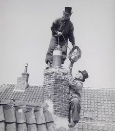 No security, nothing at all.'good' old days. Photographs Of People, Vintage Photographs, Vintage Photos, Great Photos, Old Photos, Holland, Black White Photos, Black And White, Chimney Sweep