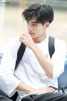 Haircut For Men Asian Guys 63 Ideas For 2019 – Haircut Ideas Korean Boys Ulzzang, Cute Korean Boys, Asian Boys, Cute Asian Guys, Trendy Haircuts, Haircuts For Men, Korean Men Hairstyle, Song Wei Long, Boy Hairstyles