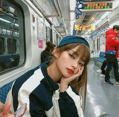 Image about girl in ulzzang by m on We Heart It Pretty Korean Girls, Cute Korean Girl, Pretty Asian, Beautiful Asian Girls, Korean Beauty, Korean Makeup, Asian Beauty, Uzzlang Girl, Korean Aesthetic
