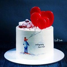 Ванильный бисквит с малиновым кремом и свежей клубникой. Снаружи торт покрыт крем-чизом. Рисунок выполнен по крему. Шарики из изомальта. Автор instagram.com/glavgnom