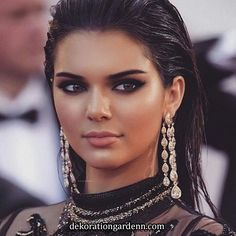 - Makeup Looks Classic Wet Look Hair, Hair Looks, Wet Hair, Maquillage Kendall Jenner, Kendall Jenner Make Up, Elegant Makeup, Jenner Makeup, Jenner Hair, Slicked Back Hair
