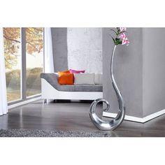 Nous vous présentons un vase idéal en forme de boucle argenté, fabriqué en aluminium,vous allez profiter de son joli décor avec ou sans fleurs, il apportera...