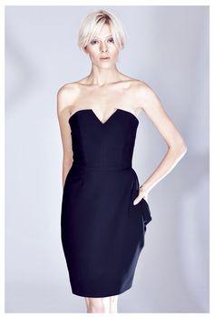 Czarna gorsetowa sukienka z układaną kieszenią z kolekcji AW 14/15 THECADESS