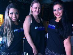 Meninas do Brazilian Plaza com suas blusinhas personalizadas. Quer ver sua marca em destaque? Fale com a gente! www.sowstore.com.br sac@sowstore.com.br (11) 97502-5200
