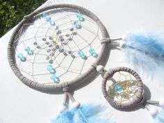 Grauer  Traumfänger mit bauem Glasperlen von Traumnetz-com :  Traumfänger, Schmuck, Bilder auf DaWanda.com