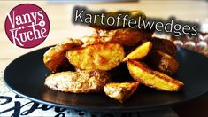 Kartoffelwedges aus dem Ofen - Rezept von Vanys Küche Ketchup, Sour Cream, French Toast, Make It Yourself, Breakfast, Ethnic Recipes, Food, Bbq, Vegan Parmesan Cheese