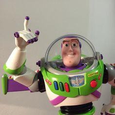 To the infinity and beyond! Regalino per il bimbo che ha stupito pure il babbo. Sembra vero!  #toy #toystory #buzz #buzzlightyear