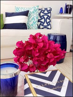 Here the floral color is the opposite of the decor's color story…k…creating a nice contrast.