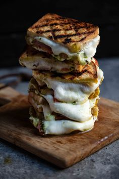 South African Dishes, South African Recipes, Pulled Pork Shoulder, Braai Recipes, Biltong, Breakfast Lunch Dinner, Slice Of Bread, Caramelized Onions, Sugar And Spice