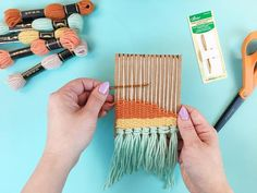 How to make a DIY loom (that actually works) in less than five minutes, using leftover cardboard! Great for group crafts, kids weaving, bachelorette party activities and baby shower activities. Loom Yarn, Weaving Loom Diy, Weaving Art, Tapestry Weaving, Loom Knitting, Yarn Crafts, Fabric Crafts, Diy Crafts, Weaving For Kids