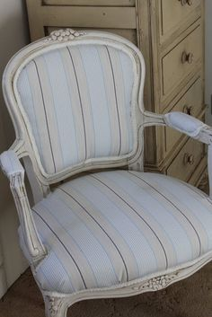 Easy Upholstering of a French Louis Chair