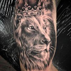 No photo description available. Lion Tattoo With Crown, Lion Head Tattoos, Mens Lion Tattoo, Leo Tattoos, Celtic Tattoos, Music Tattoos, Arm Tattoos For Guys, Body Art Tattoos, Lion Arm Tattoo