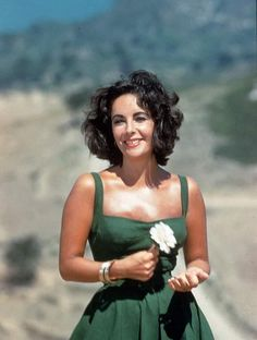 @ethan1960/movie / Twitter Blonde Actresses, Black Actresses, Young Actresses, Female Actresses, Hollywood Actresses, Elizabeth Taylor Style, Faye Dunaway, Becoming An Actress, Glamour Uk