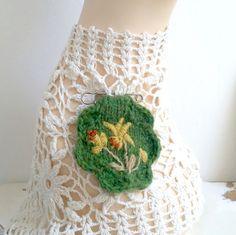 Embroidered brooch hand knitted - Daffodils by Laviniaslegacy on Etsy