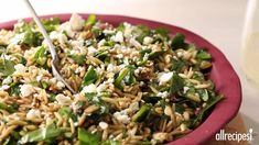 This Orzo salad is full of good things: nuts, cheese and basil! - Kitchen - Tips and Crafts Spinach Orzo Salad, Cranberry Spinach Salad, Creamy Spinach, Feta Salad, Spinach And Feta, Orzo Pasta Recipes, Easy Asparagus Recipes, Greek Salad Recipes, Salad Dressing Recipes