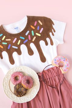 DIY Ease Donuts T Shirts & Hairband / Easy donuts to make without sewing-. - DIY Ease Donuts T Shirts & Hairband / Donut Shirt-Ideas of Donut Shirt - Cute Halloween Costumes, Diy Costumes, Halloween Treats, Halloween Diy, Candy Costumes, T Shirt Costumes, Donut Party, Donut Birthday Parties, Donut Diy