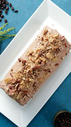 Coffee Cake Roll Cake - - Enjoy this airy coffee cake filled with espresso whipped cream and topped with chocolate buttercream and a brown sugar pecan crumble. Cake Roll Recipes, Dessert Recipes, Food Cakes, Cupcake Cakes, Cupcakes, Delicious Desserts, Yummy Food, Rolls Recipe, Pina Colada