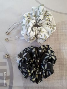 Un joli chouchou pour ma fille ! - Claire L. CréationClaire L. Création Sewing Accessories, Hair Accessories, Creation Couture, Hair Ties, Scrunchies, Headbands, Sewing Projects, Creations, Homemade