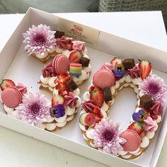 Birthday Cakes: 24 epic macaroon birthday cake ideas to inspire your next birthday celebrations. Number Birthday Cakes, 30 Birthday Cake, Number Cakes, Fondant Flower Cake, Cupcake Cakes, Flower Cakes, Bolo Macaron, Beautiful Cakes, Amazing Cakes