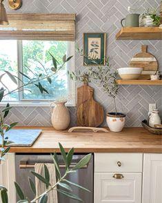 Home Decor Kitchen, Kitchen Interior, Home Kitchens, Kitchen Ideas, Cozy House, Home Decor Inspiration, Home Remodeling, Kitchen Remodel, Sweet Home