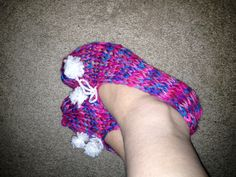 Slippers made easily on a 24 peg circle loom. ... My first pair :) #pinkmilis