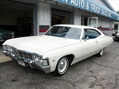 1967 Chevrolet Impala, Powerglide, mine wasn't this nice, again just cheap transportation. 1967 Chevy Impala, 67 Impala, Chevrolet Chevelle, My Dream Car, Dream Cars, Vintage Cars, Antique Cars, Impala For Sale, Hot Cars