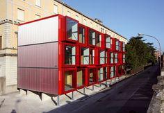 La nuova struttura – ubicata nella parte antistante l'edificio dell'ex ospedale, lungo via Ghislanzoni - si configura come una aggregazione ordinata di containers prefabbricati che conferiscono al progetto architettonico un carattere fortemente...