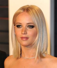 Jennifer Lawrence Medium Straight Bob Hairstyle - Light Blonde (Champagne) - side view 1