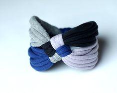 Artículos similares a Rayas de collar/arco iris/Marina/reciclado/hecho a mano colorido/Repurposed material/suave/medio ambiente/Jersey de fibra Upcycled LOOG en Etsy