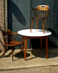 Top 3 woonspullen op zondag | Geniet nog even van de zon op deze vintage stoelen. Ze staan vandaag met z'n tweetjes op nummer 2